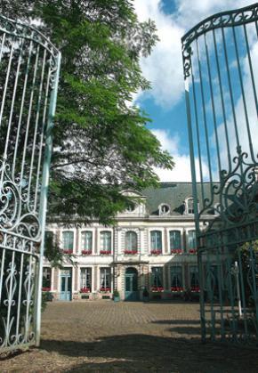 The charming hotel La Chartreuse du Val Saint-Esprit