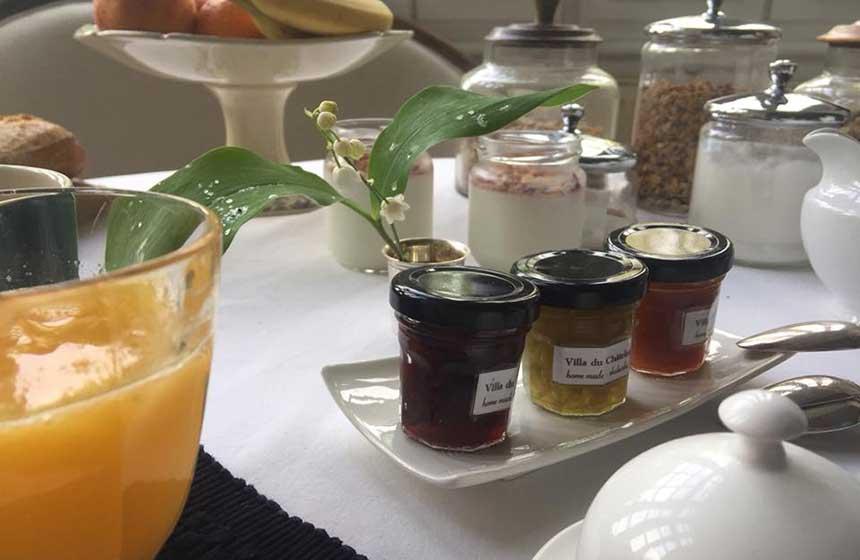 Breakfast at Villa du Châtelet bed and breakfast in Compiègne, Northern France