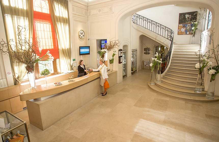 A warm welcome awaits you at Château de Montvillargenne hotel near Chantilly