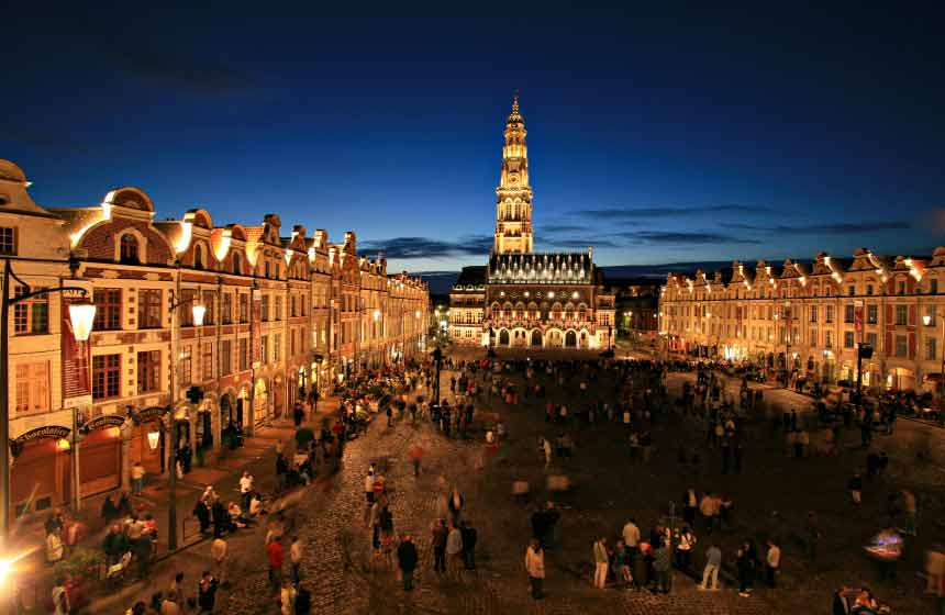Enjoy Arras and its Flemish architecture by night