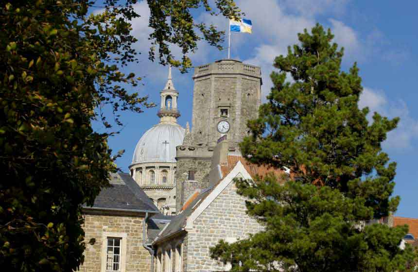 A romantic walk in the cobbled streets of Boulogne sur Mer's fortified town