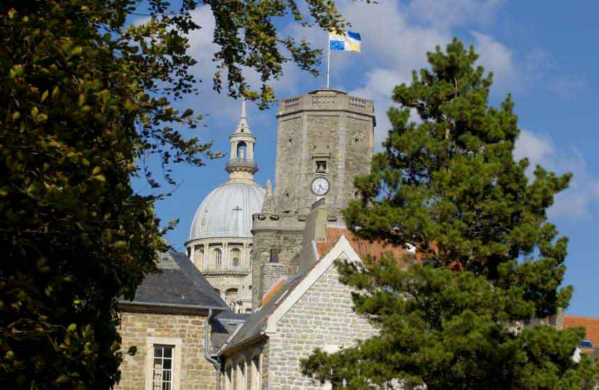 A wander around Boulogne-sur-Mer's fortified town in Northern France