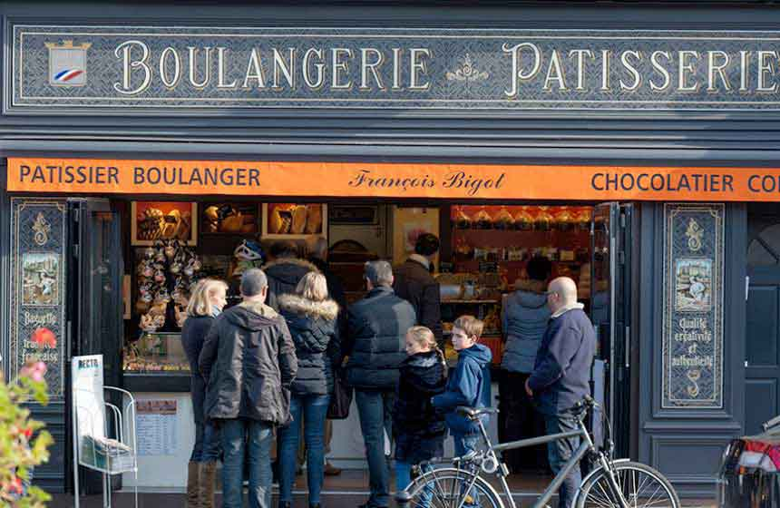 A queue is always a good sign! Seek out the 'Bigot' boulangerie-patisserie in Pierrefonds