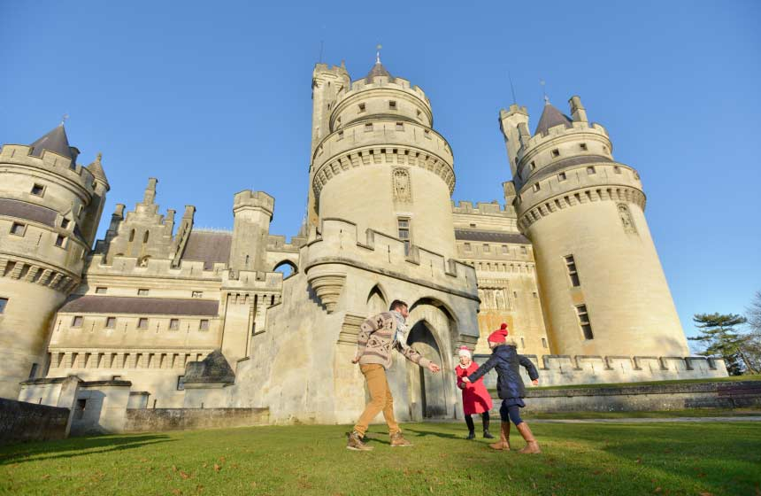 Château de Pierrefonds is right on the doorstep of your B&B with family room at Les Hauts de Pierrefonds in Northern France