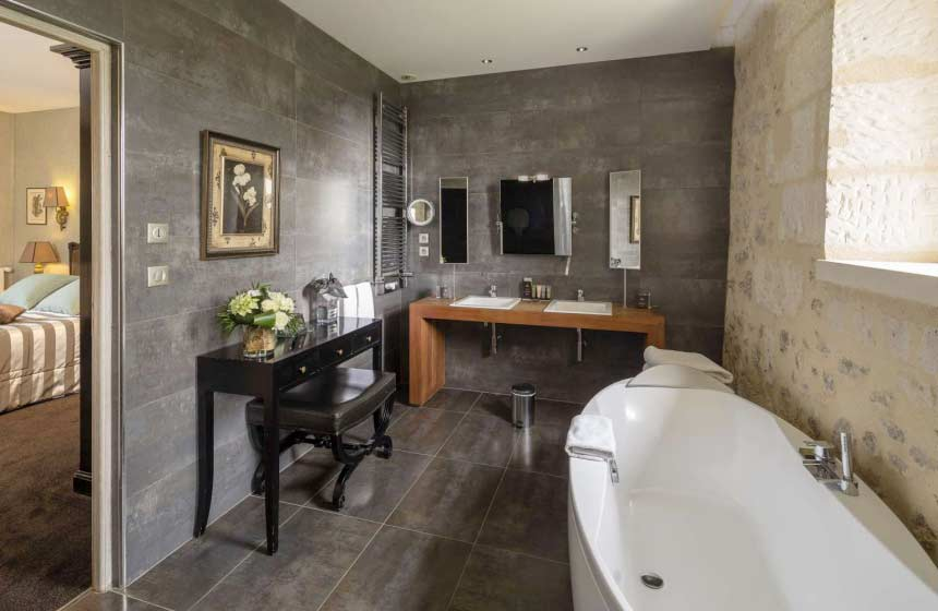 Luxury french romance in a 5 star ch teau in champagne for Salle de bain hotel 5 etoiles