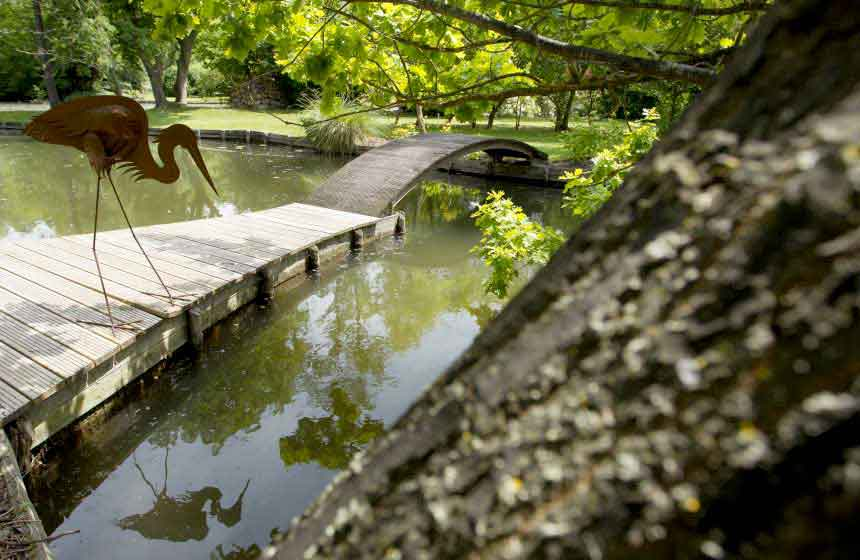 The pretty bridge and small island in the garden of your Amiens holiday cottage