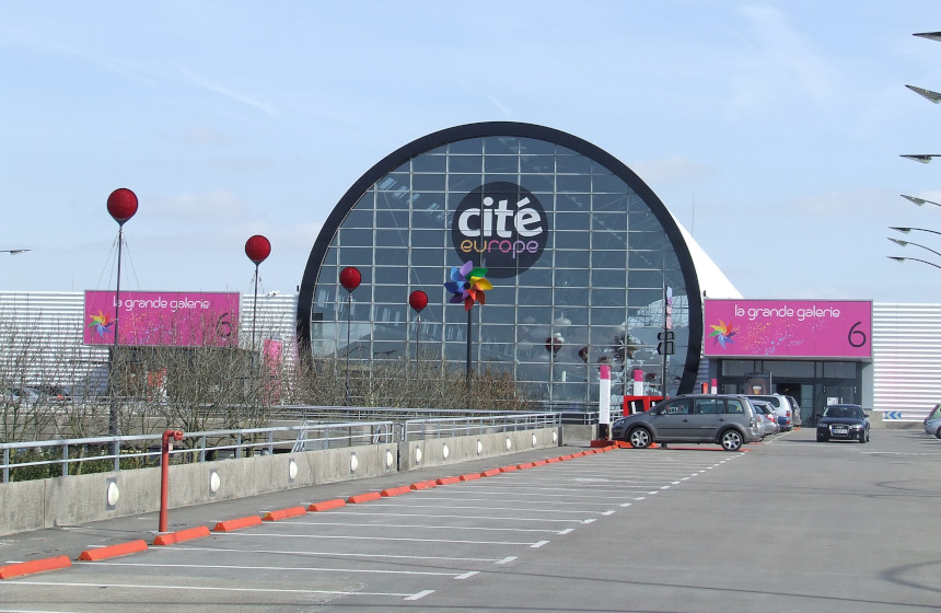 Bargain shopping session at Cité Europe: 120 shops, restaurants and a Carrefour… with free parking