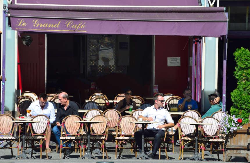 Take a « café en terrasse » in Compiègne