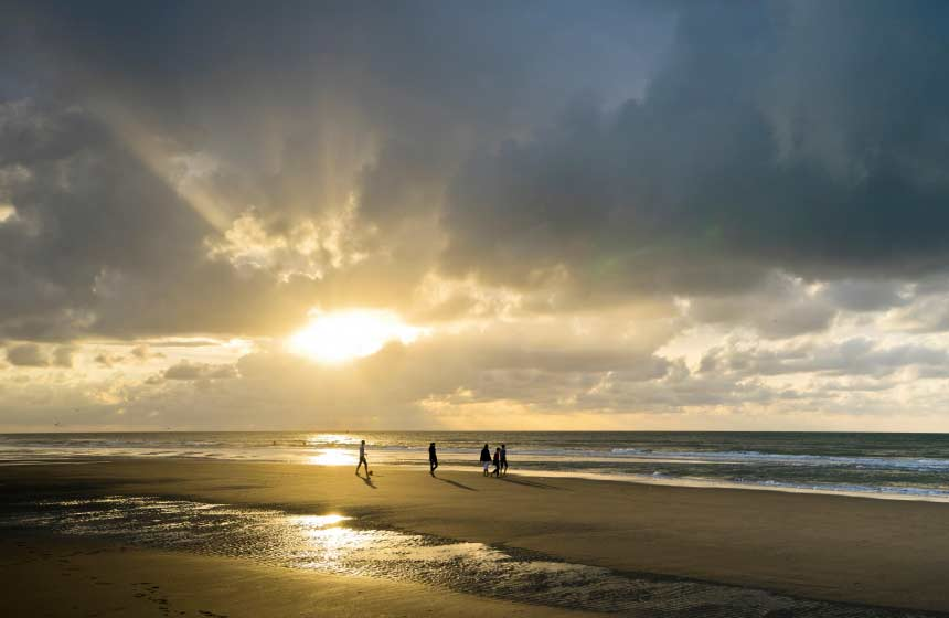 Enjoy memorable moments in Northern France - a romantic sunset over Hardelot beach
