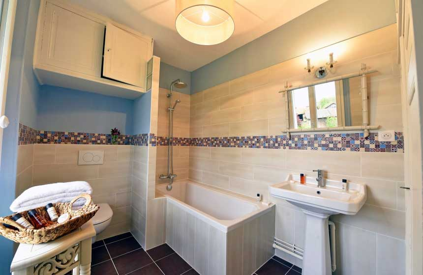 "Suite ""Chalet"" : bathroom"