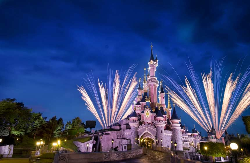 Disneyland Paris is within easy reach of Le Bois de Rosoy treehouse bed and breakfast in Rosoy en Multien, Northern France