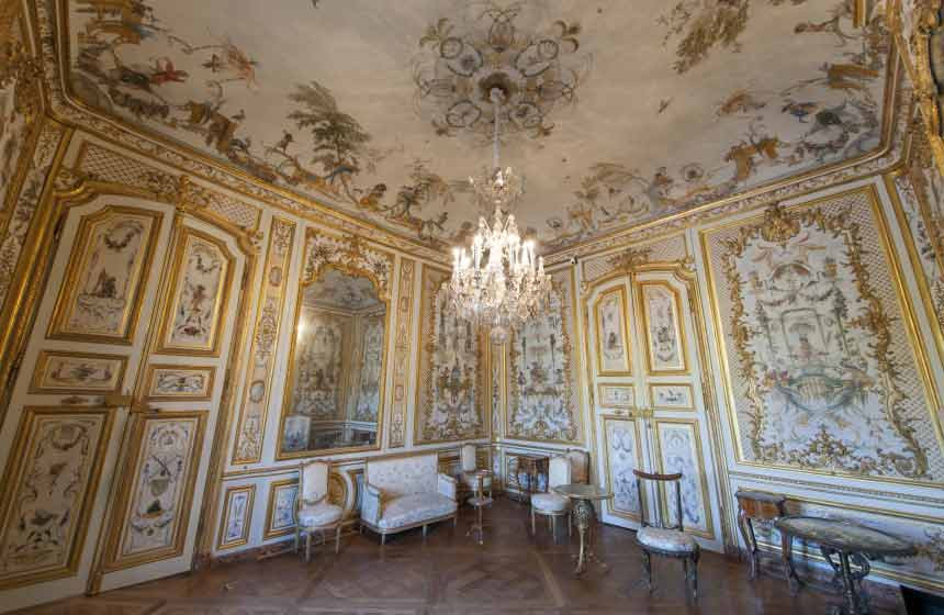 The splendour of its interiors makes Château de Chantilly an essential place to visit on the outskirts of Paris