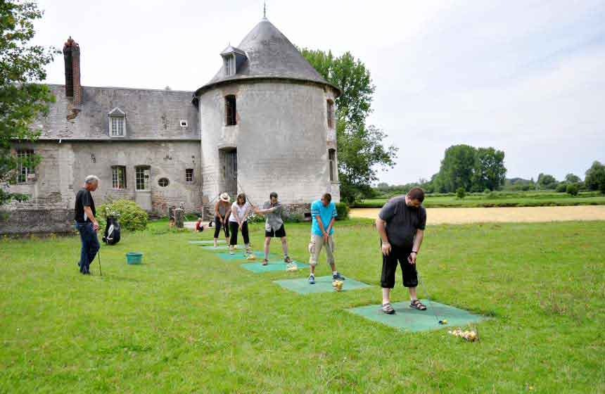 Enjoy a spot of family golf during your stay at Camping Ferme des Aulnes in Northern France