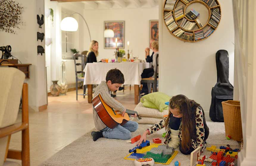 Relax in your family room or enjoy the toys and games available at Les Hauts de Pierrefonds bed and breakfast in Northern France