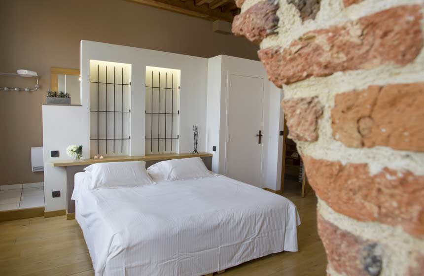 There are 2 family suites at Manoir-du-Bolgaro, each sleeping 3 people