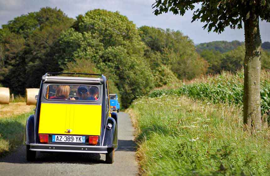Discovering the Flemish countryside by 2CV - unique and fun!