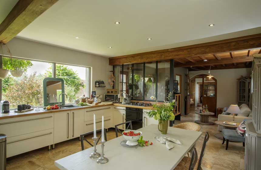 The stylish kitchen at Le-Clos-de-Marenla gite