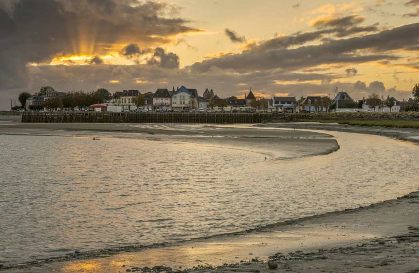Le Crotoy beach on the Somme Bay is revealed