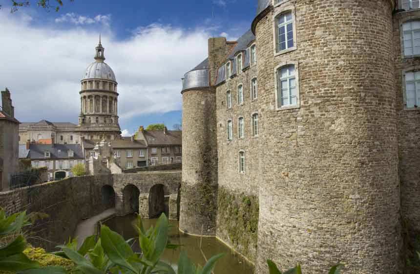 A stroll on the ramparts at Boulogne-sur-Mer's fortified town