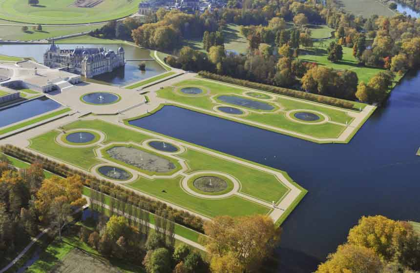 With its gardens laid out by master landscaper Le Nôtre (of Versailles fame!), a visit to the iconic