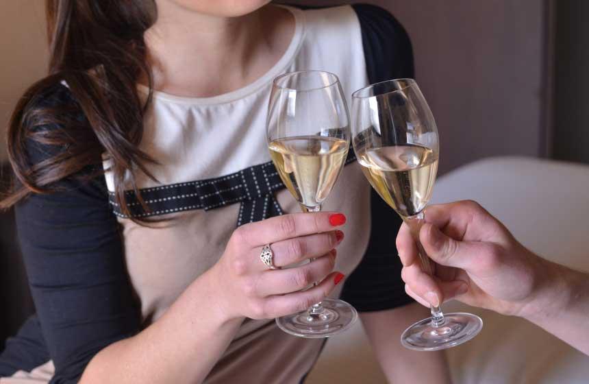 Champagne aperitif at the Fresnoy-en-Gohelle chateau