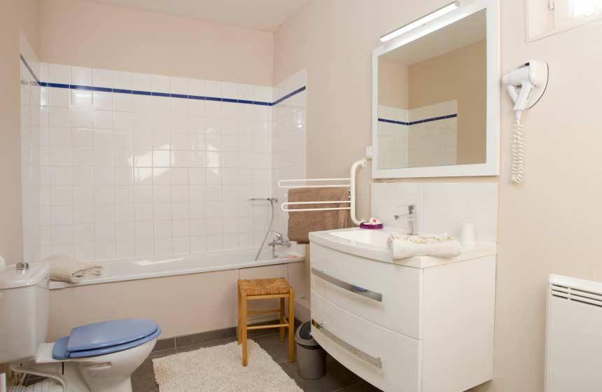 Le-Domaine-des-Celestins-salle-de-bain-Bernay-en-Ponthieu