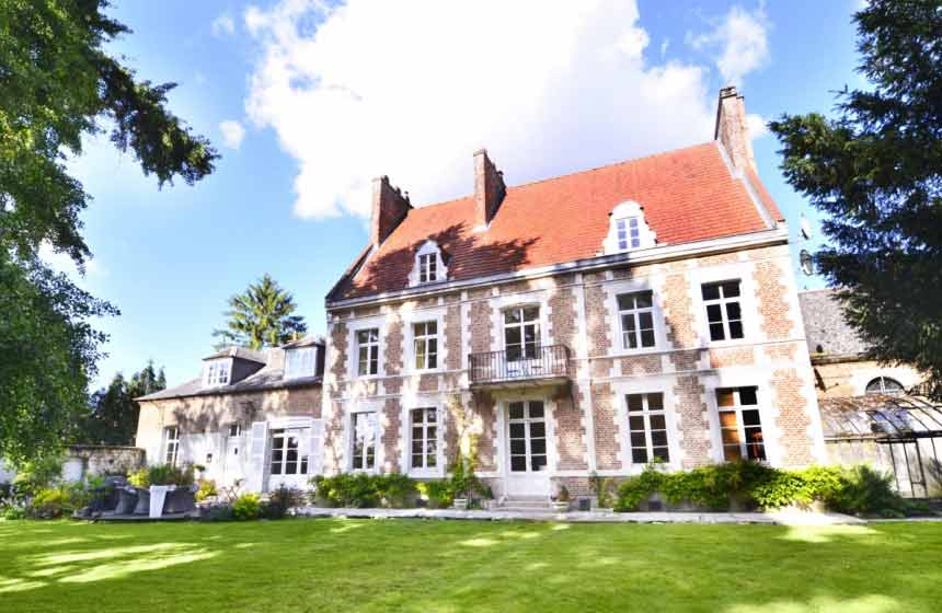 Enjoy a romantic weekend break complete with private spa time at Manoir de Bellacordelle luxury manor, near the WW1 Somme battlefields and stunning Arras in Northern France