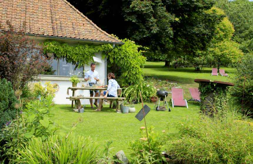 Le Clos de Marenla is surrounded by gorgeous gardens with plenty of spots to sit out, relax and eat