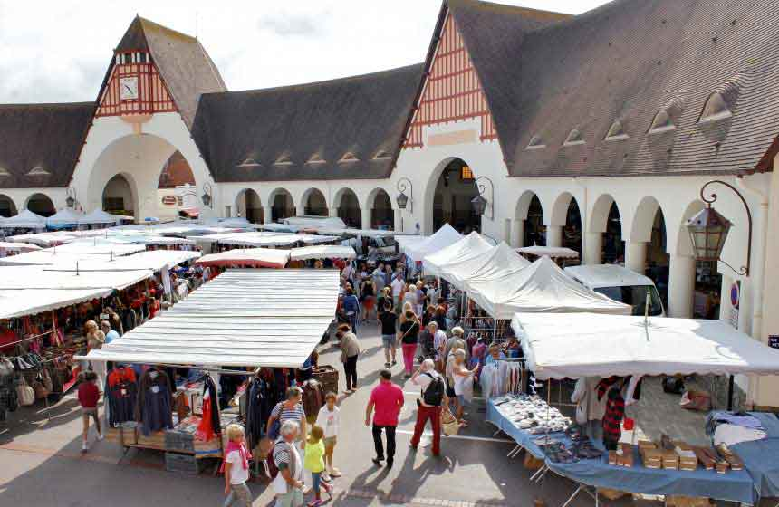 The lively market is one of the highlights of the week in Le Touquet. Head there on a Saturday or Thursday morning