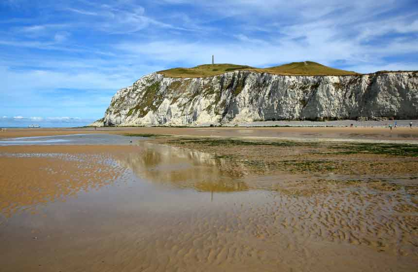 The area is known for its iconic cliffs Cap-Blanc-Nez and Cap-Gris-Nez, collectively known as 'Site des Deux Caps'