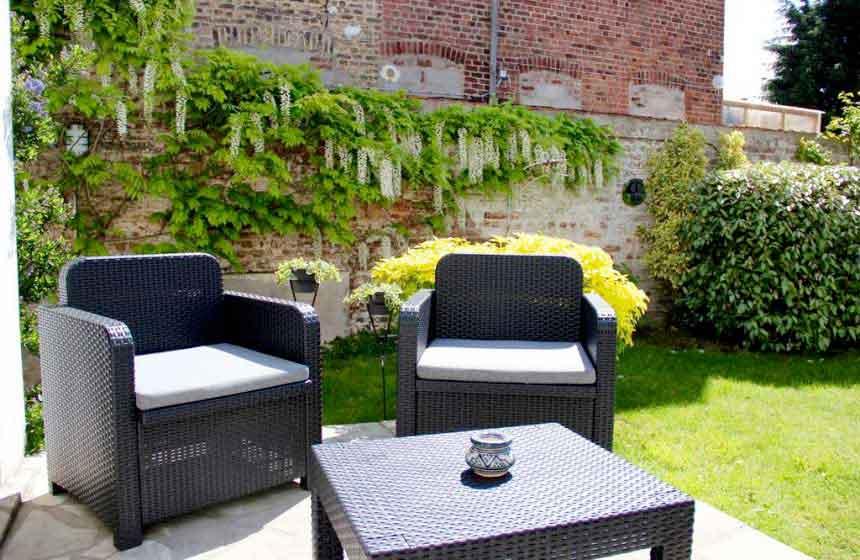 Take advantage of the garden at your B&B Le Cercle de Malines in Calais
