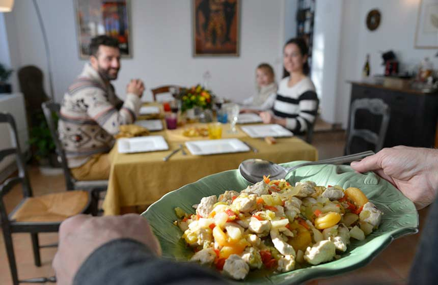 Repas-en-famille-Chambres-d-hotes-Les-Hauts-de-Pierrefonds