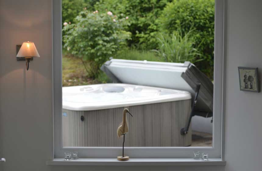 Relax in the 37.50 bubbles of the hot tub during your French gite holiday at Villa des Groseilliers in Northern France