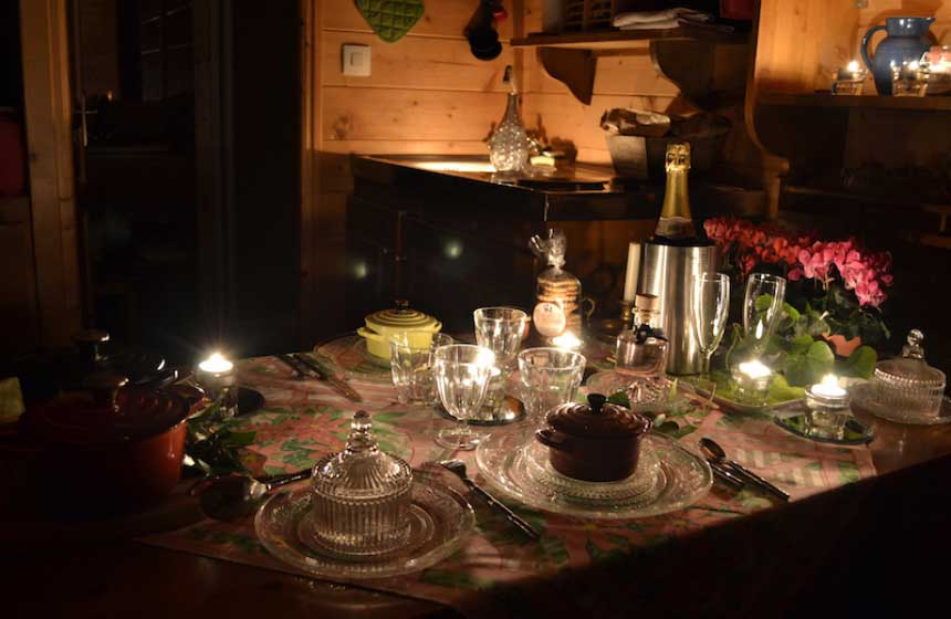 Cosy and candlelit dinner for two at Maison de l'Omignon 'roulotte' (gypsy caravan) near St Quentin and the A26 motorway in Northern France