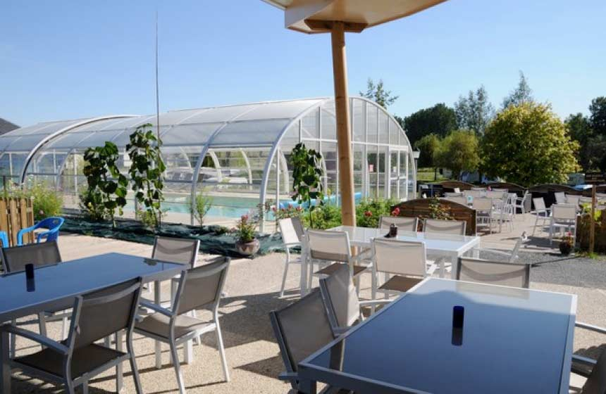 A family stopover at a friendly riverside campsite near for Piscine reims