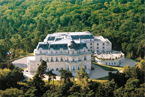 a luxury weekend break at Chateau Hotel Mont Royal in Chantilly France tourism