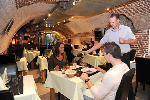 Immerse yourself in a French wine experience at the cellar-restaurant La Cave des Saveurs in Arras - Visit France