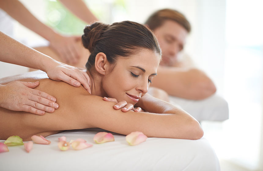 In the careful hands of our therapists, leave the world outside enjoying a romantic massage-for-two at Château-de-Montvillargenne hotel