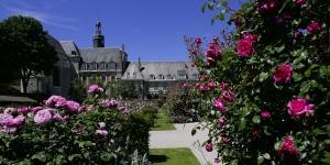 Stopover and visit the Jardin de Valloires