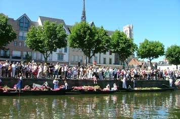 Amiens floating market - French Weekend Breaks